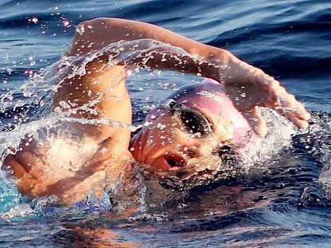 AKTUÁLNĚ.CZ – Plavkyně Bernardová zdolala La Manche i díky zpívání